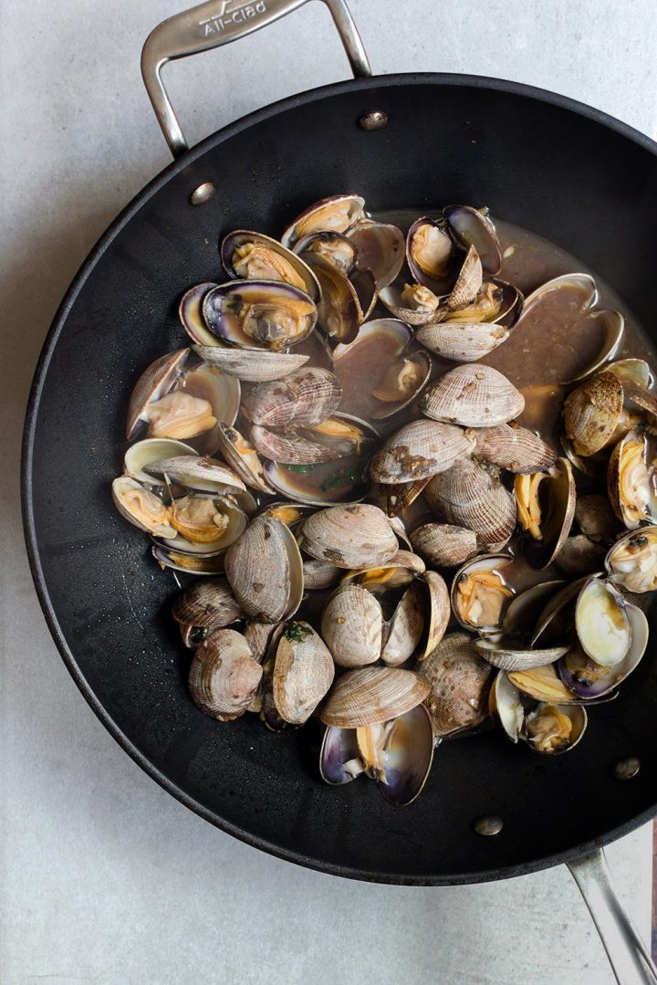 steaming the clams
