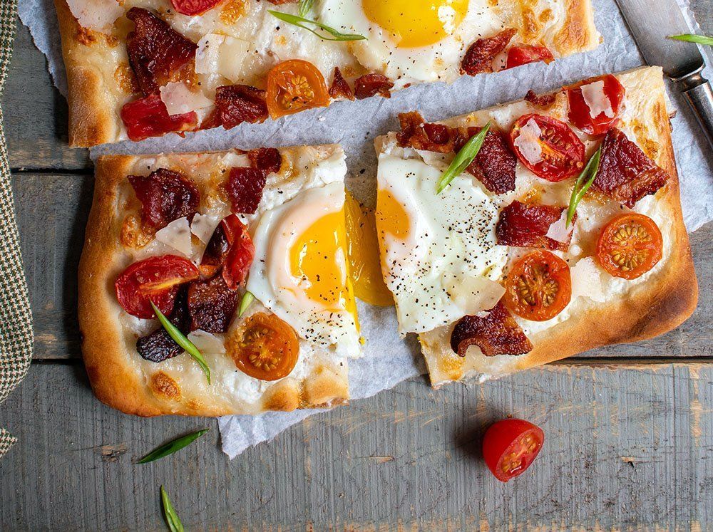bacon and egg flatbread