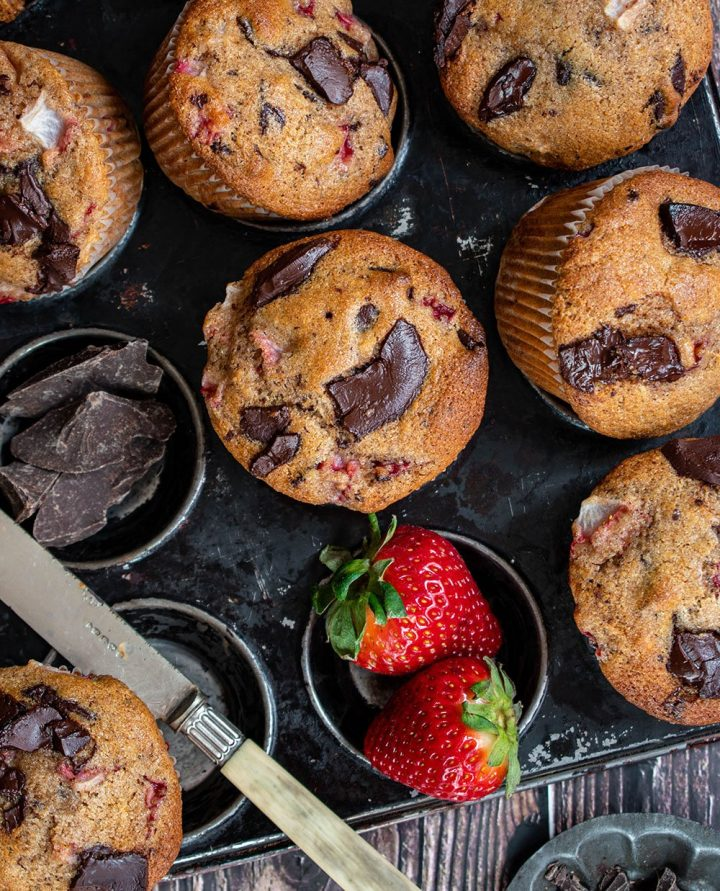 strawberry dark chocolate muffins